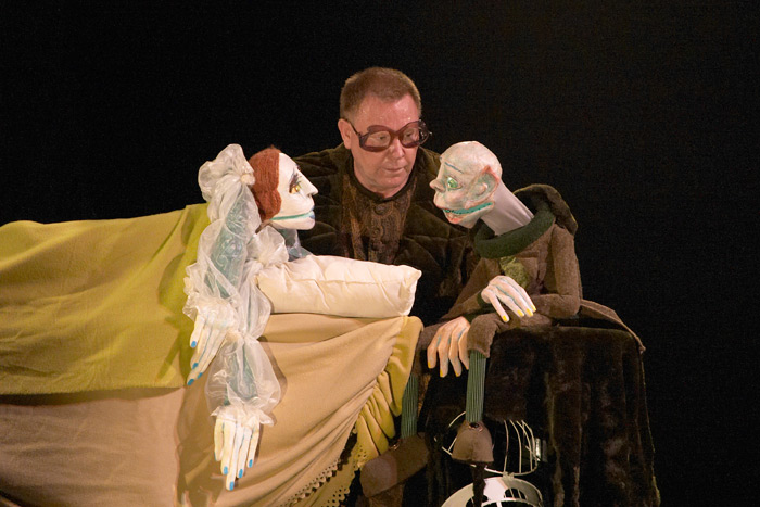 014_Graz_La_Strada_2006_Stuffed_Puppet_Theatre_Vampyr